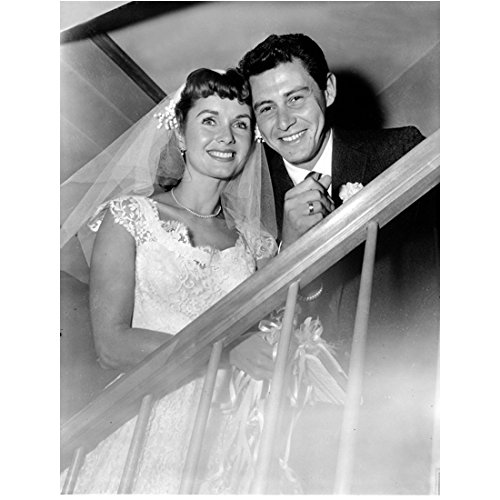 Debbie Reynolds 8 Inch x 10 Inch PHOTOGRAPH Singin' in the Rain Fear and Loathing in Las Vegas Charlotte's Web w/Groom Eddie Fisher on Staircase kn (Fear And Loathing In Las Vegas Pics)