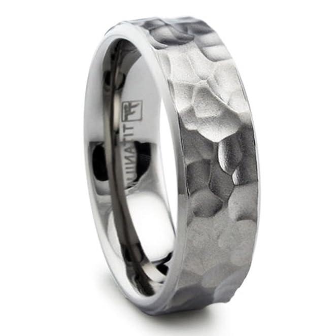 amazoncom 8mm hammered titanium ring wedding band matte finish sizes 8 to 13 jewelry