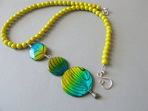 Yellow Bead Pendant Necklace Mother of Pearl Sea Blue Shell Beaded Drop Gemstone Choker Statement Jewelry (Graduated Turquoise Disc)