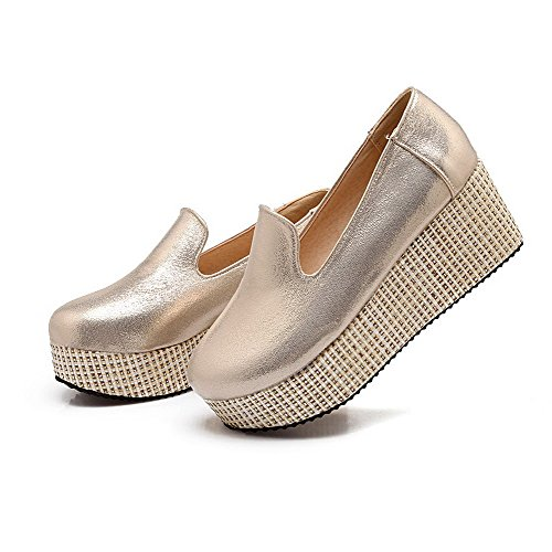 AllhqFashion Womens Blend Materials Solid Pull On Round Closed Toe Kitten Heels Pumps-Shoes Gold PM1aU