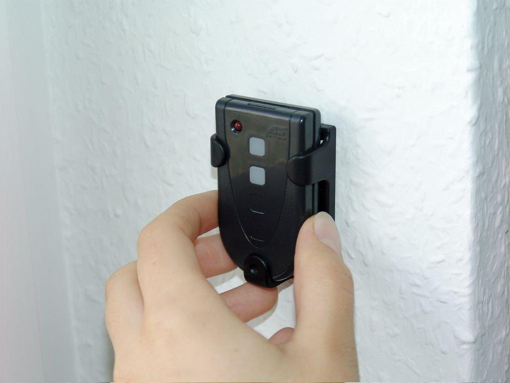 433,92 MHz Schellenberg 60854 Handsender Standard 2 Kanal f/ür Garagen- und Au/ßentorantriebe schwarz // Fernbedienung mit einer Reichweite im Freien von bis zu 30 m // inkl Batterie und Wandhalter