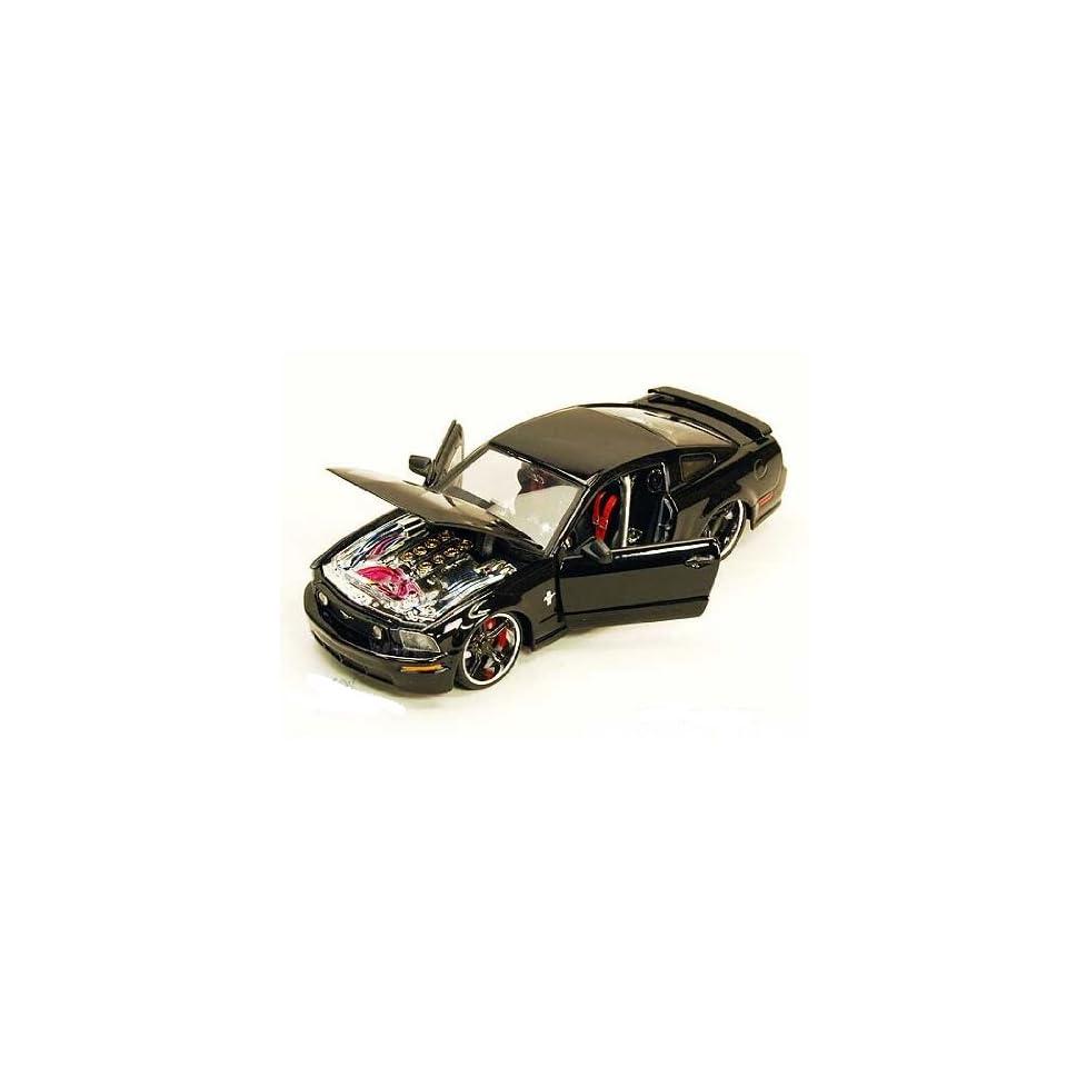 Maisto Custom Shop   Ford Mustang GT Hard Top (2006, 124, black) diecast car model (color may vary)