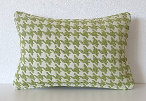 brisbane-peat-moss-green-houndstooth-decorative-pillow-cover