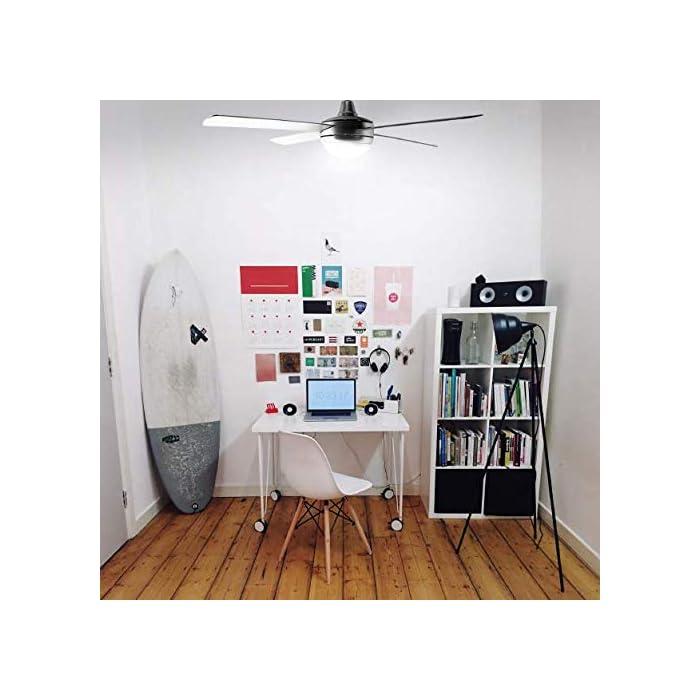 51rww4uA7rL Ventilador de techo de color inox, de 70 W de potencia ideal para refrescar cualquier habitación de entre 20m2 y 30m2 de forma eficiente. Mando a distancia, con el que podrás elegir la velocidad, encender o apagar la luz con total comodidad. Tiene 3 velocidades que podrás elegir en función del calor que tengas. Luz. El ventilador incluye luz, que iluminará cualquier habitación con una luz confortable y cálida. También tiene temporizador para que el ventilador deje de funcionar sin que tengas que preocuparte.