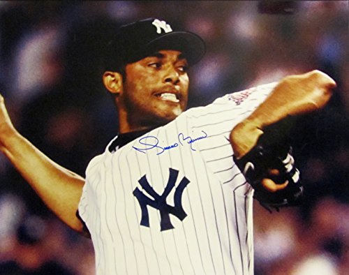 MARIANO RIVERA Autographed Hand SIGNED 16x20 NEW YORK YANKEES PHOTO -