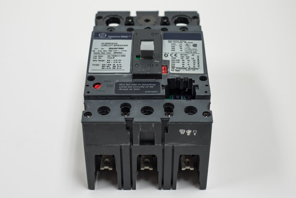 GE SEHA36AT0060 Bolt-On Mount Type SEH Molded Case Circuit Breaker 3-Pole 60 Amp 600 Volt AC Spectra RMS