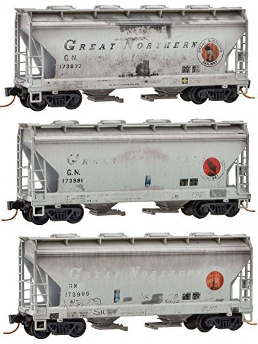 (Micro-Trains MTL N-Scale 2-Bay Covered Hoppers Great Northern/GN Weathered 3-Pk)
