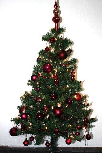 Geschm ckter k nstlicher weihnachtsbaum mit lichterkette for Weihnachtsbaum vorhang