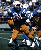 JOHN HADL SAN DIEGO CHARGERS 8X10 SPORTS ACTION PHOTO (I)