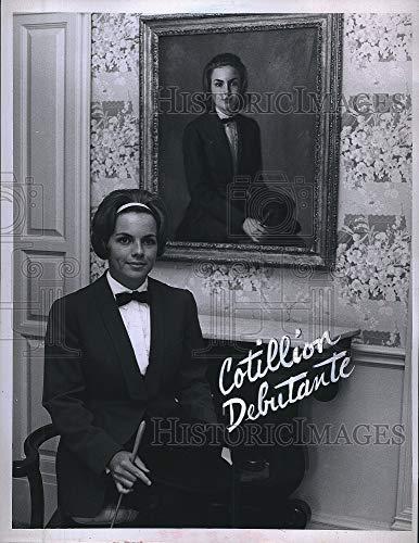 Vintage Photos Press Photo Debutante Ms. Chris Butler.