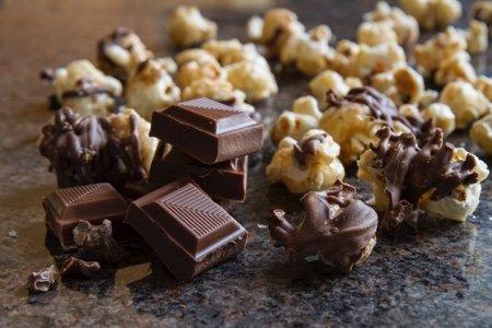 Cornology's 100% Non-GMO Corn Gourmet Popcorn: Chocolate Drizzle = Sweet Corn & Premium Guittard Milk Chocolate - 14 cup Bag