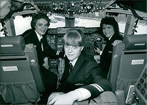 vintage-photo-of-lynn-barton-wendy-barnes-and-jill-develin-set-to-become-the-first-female-pilots-to-