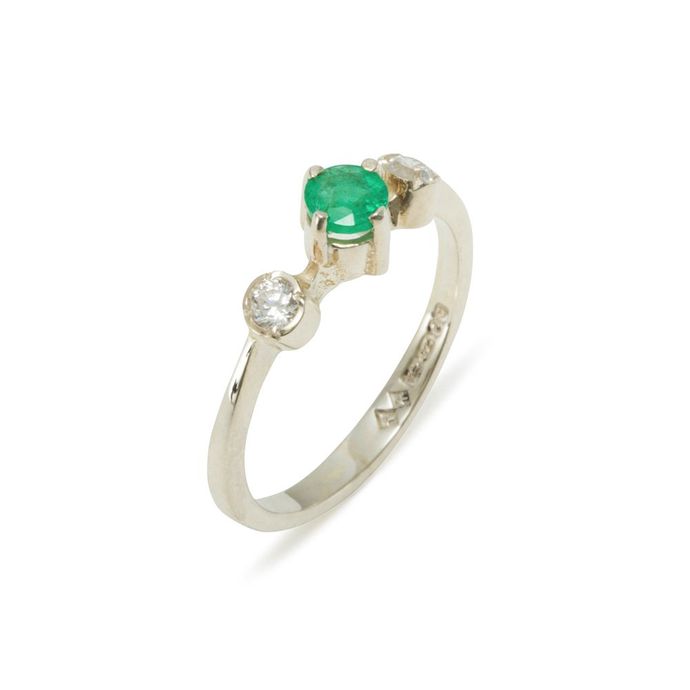925 Sterling Silver Natural Emerald & Diamond Womens Trilogy Ring (0.11 cttw, H-I Color, I2-I3 Clarity)