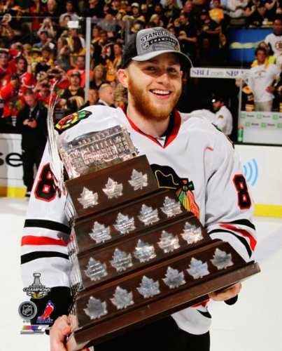 Patrick Kane - Conn Smythe Trophy at game 6 of the 2013 Stanley Cup NHL 8x10 Photo (Chicago ()