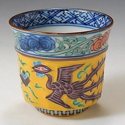 Kiyomizu-kyo yaki ware. Japanese Sake guinomi cus chinese phoenix with wooden box. Porcelain. kymz-GCK054