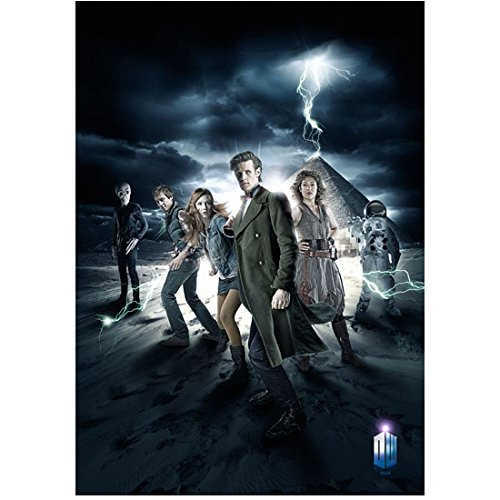 Alex Kingston as River Song with cast in Dr. Who lightning bolt striking pyramid promo 8 x 10 Inch ()