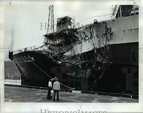 Toyota Car Photo - 1976 Press Photo Shipwrecked Cars,Toyota Maru No. 12 docked at Terminal Portland