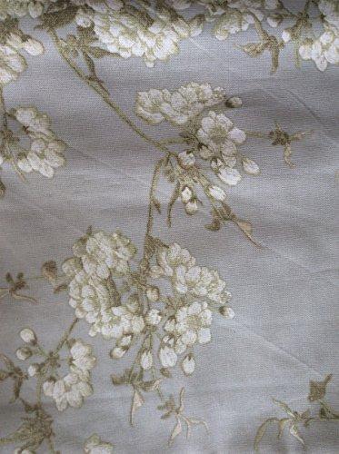calvin-klein-wild-blossums-napkins