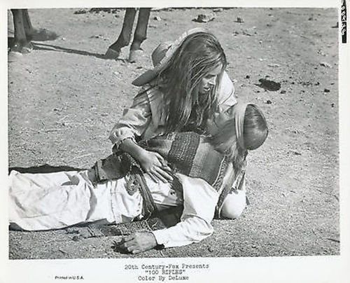 RAQUEL WELCH/100 RIFLES/8X10 ORIGINAL PHOTO AA9805