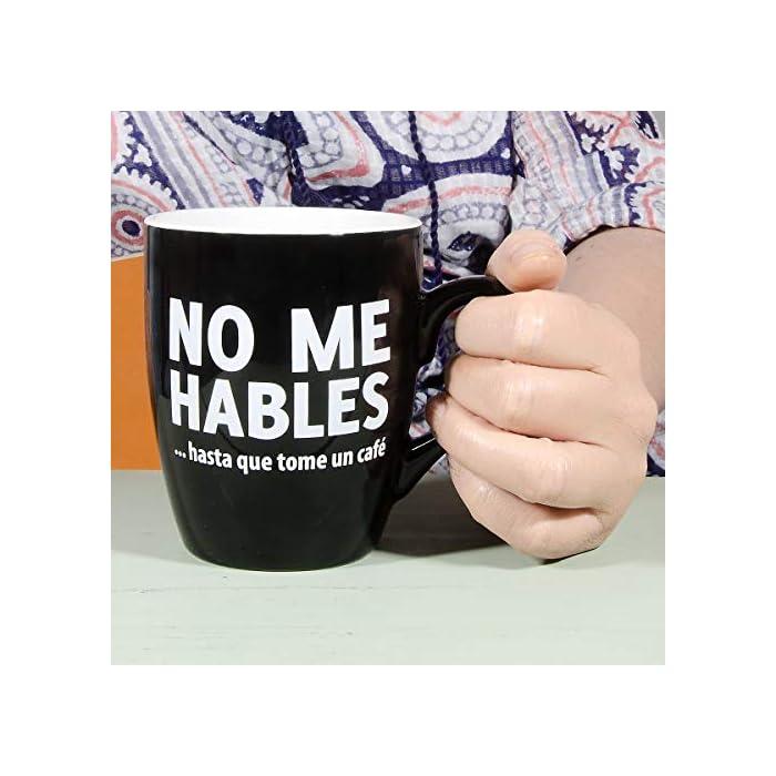 51sLH%2BkESbL Taza con mensaje original para adictos al café. Es un regalo original perfecto para tu pareja, tus amigos, tu padre, tu madre, tu jefe... Cerámica de excelente calidad.