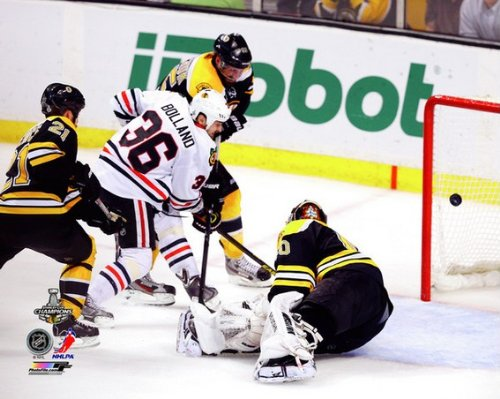 NHL Dave Bolland Chicago Blackhawks 2013 Stanley Cup Game 6 Winning Goal Photo #2 8x10