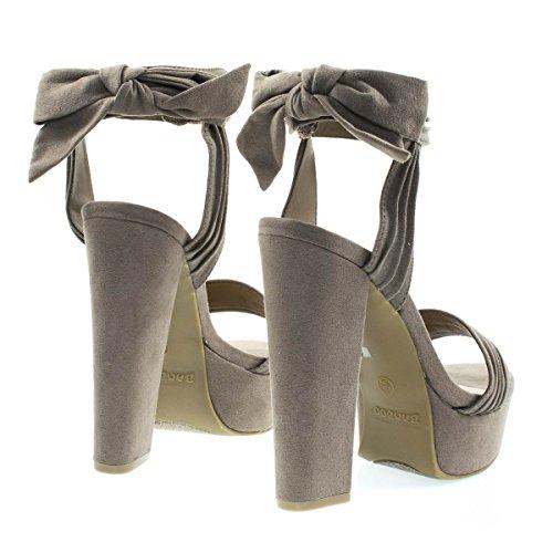 Grosso Sandalo Con Tacco Largo Su Plateau Con Volant E Fiocco Posteriore In Taupe F-suede
