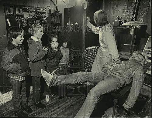 1983 Press Photo Children visit