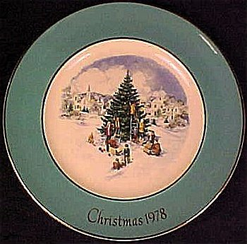 Wedgwood 1978 Christmas Trimming the Tree Plate