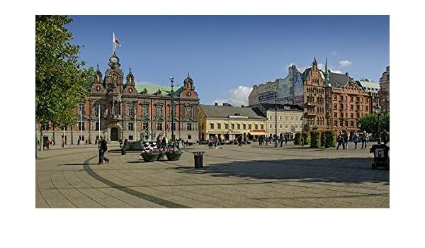 Los turistas en una plaza de la ciudad. - Jarra (Malmã ¶) Suecia: Amazon.es: Juguetes y juegos