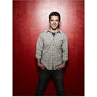 Breaking In Bret Harrison as Cameron Price casual pose red
