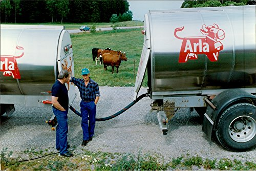 vintage-photo-of-arla-car-capacity-of-13-000-l-trailer-20-000-bernt-karlsson-of-thong-has-driven-the