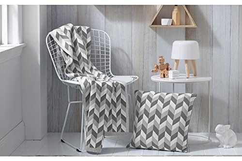 luxurious crocheted knitting throw blankets super soft warm grey and white plaid patterned. Black Bedroom Furniture Sets. Home Design Ideas