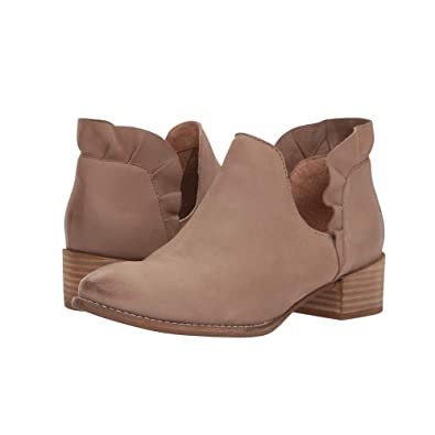 Amazon Com Seychelles Renowned Ruffle Bootie In Taupe Shoes