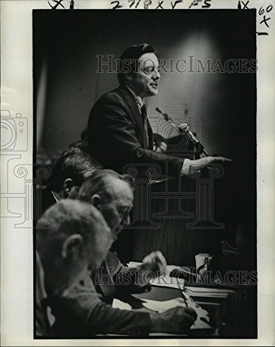 - Vintage Photos Historic Images 1978 Press Photo William Brock criticized Carter Administration at Hilton Hotel - 10.25 x 8 in