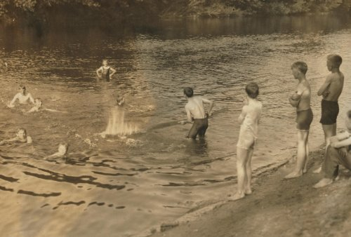 1916-child-labor-photo-the-swimming-hole-group-of-boys-14-to-16-years-just-returned-from-working-in-