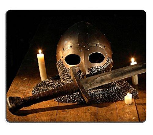 Mousepads Caballero Medieval espada y casco cerca de iluminación ...