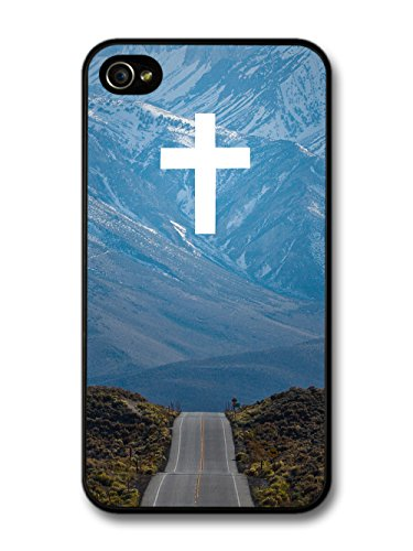 White Christian Faith Cross in Sky above Road to the Mountains coque pour iPhone 4 4S