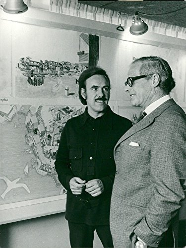 (Vintage photo of Architect Ralph Erskine (th) together with Professor Johannes Olivegren. They discuss a new community part in M228;rsta: the M70 burst experiment.)