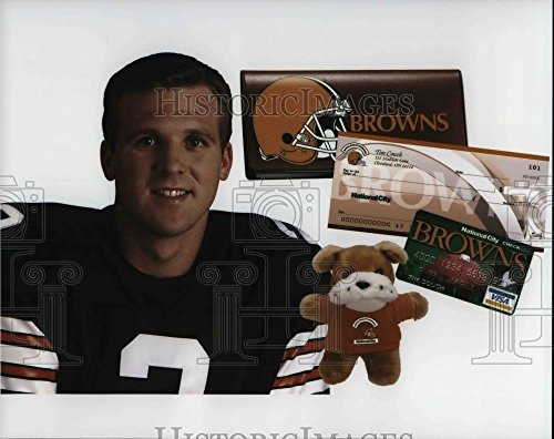 Vintage Photos 1999 Press Photo Cleveland Browns Tim Couch and National City Bank ()