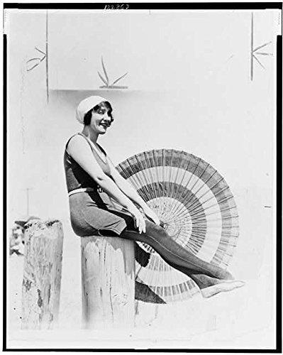 1920 photo Annette Kellerman in ''What Women Love.'' Annette Kellerman, full-le e4