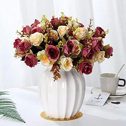 Flor de emulación suite salón decorado con flores falsas se agitan en el pote de la
