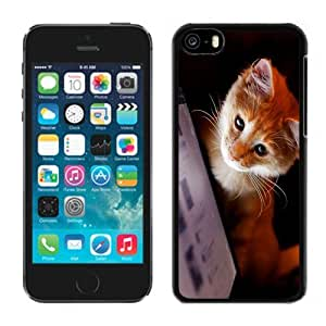 linJUN FENGNEW DIY Unique Designed iphone 5/5s Generation Phone Case For Small Yellow Cat Looking At The Screen Phone Case Cover