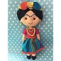 Muñeca artesanal de fieltro inspirada en Frida Kahlo/falda rayas