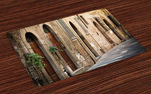 NOBRAND - Juego de 4 manteles individuales para mesa de comedor, diseno floral de la calle de la Toscana en Italia, fondo borroso, tela lavable para mesa de comedor, tamano estandar, marron claro