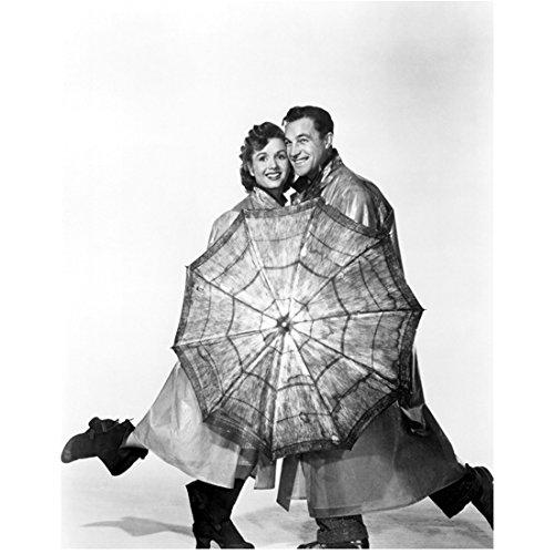 Debbie Reynolds 8 Inch x 10 Inch PHOTOGRAPH Singin' in the Rain Fear and Loathing in Las Vegas Charlotte's Web B&W w/Gene Kelly & Umbrella kn (Fear And Loathing In Las Vegas Pics)