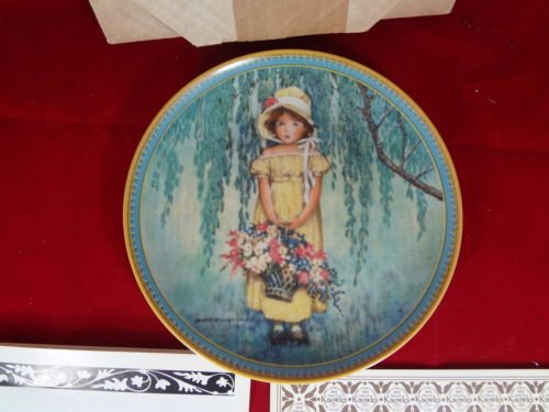 Edwin M. Knowles-Easter Collectors Plate-1st Issue In The Jessie Willcox Smith Childhood Holiday Memories Collection . 8.5