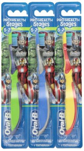 Oral-B Pro-Santé Stages Marvel Avengers Manuel enfants Brosse à dents, 1 comte (Pack de 12) (les couleurs peuvent varier)