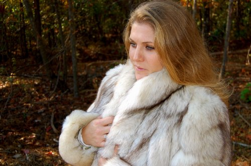 Amazon.com: Womens Genuine Canadian Arctic Fox Fur Coat (wholesale