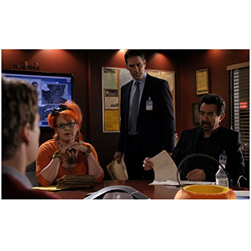 Criminal Minds Joe Mantegna Kirsten Vangsness Thomas Gibson Halloween Episode 8 X 10 Photo