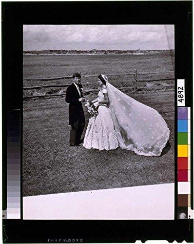 HistoricalFindings Photo: Bouvier-Kennedy Wedding,John F Kennedy,JFK,Jackie Bouvier,1953,Marriage,Bride (John F Kennedy And Jackie Kennedy Wedding Photos)